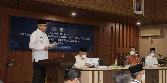 Gubernur Aceh, Nova Iriansyah menyampaikan capaian Laporan Harta Kekayaan Penyelenggara Negara (LHKPN) pejabat Pemerintah Aceh kepada pimpinan Komisi Pemberantasan Korupsi (KPK). Capaian tersebut disampaikan dalam Rapat Koordinasi (Rakor) Program Pemberantasan Korupsi Terintegrasi antara KPK dengan Kepala Daerah se Aceh, di Gedung Serbaguna Sekretariat Daerah Aceh, Jumat, 26/03/2021. Sumber: Humas Provinsi Aceh